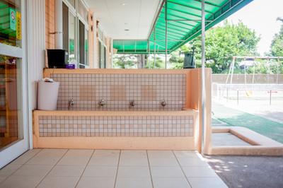 保育園の外観3 水飲み場 手洗い場